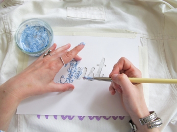 DIY - Veste Juste Married // Comment customiser une veste en jean pour mariée // How to make a denim jacket for a wedding // A Cardboard Dream Blog