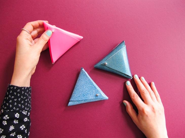 DIY // Comment réaliser un porte-monnaie triangle // How to make a triangle leather coin purse // A Cardboard Dream Blog