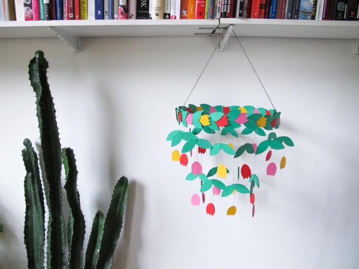 DIY // Réaliser un chandelier avec des tulipes en papier // How to make a paper chandelier with tulips // A Cardboard Dream blog