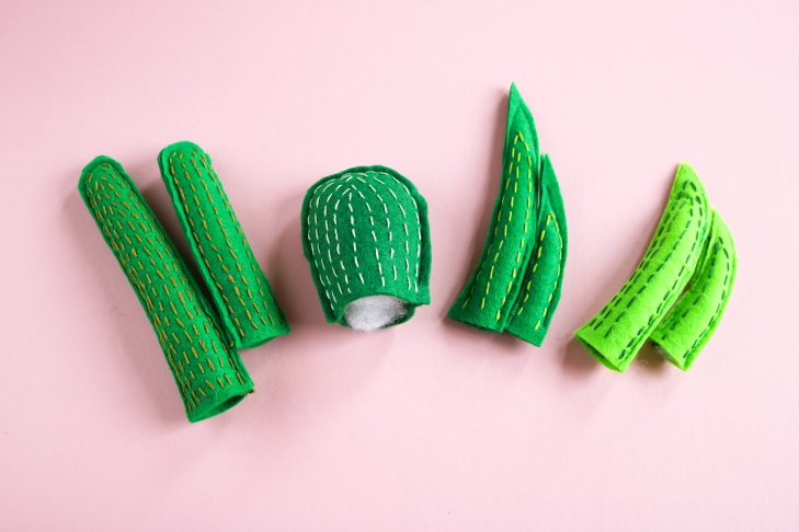 DIY // Réaliser des mini cactus en feutrine // How to make mini felt cactus // A Cardboard Dream blog